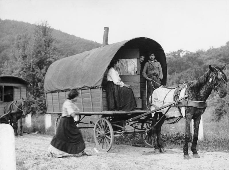 ロマ族 荷馬車